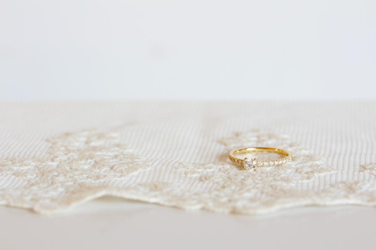 メレダイヤを並べた婚約指輪