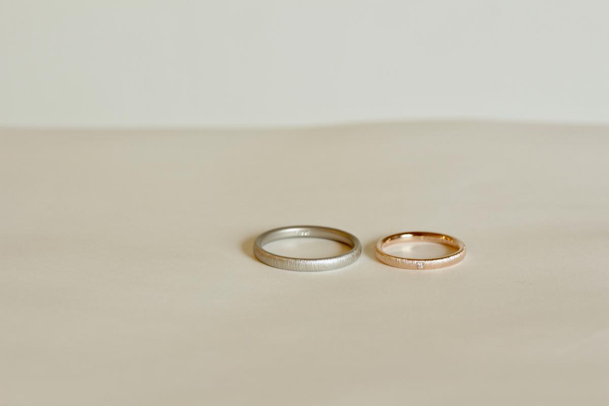 絹糸をイメージした繊細な結婚指輪