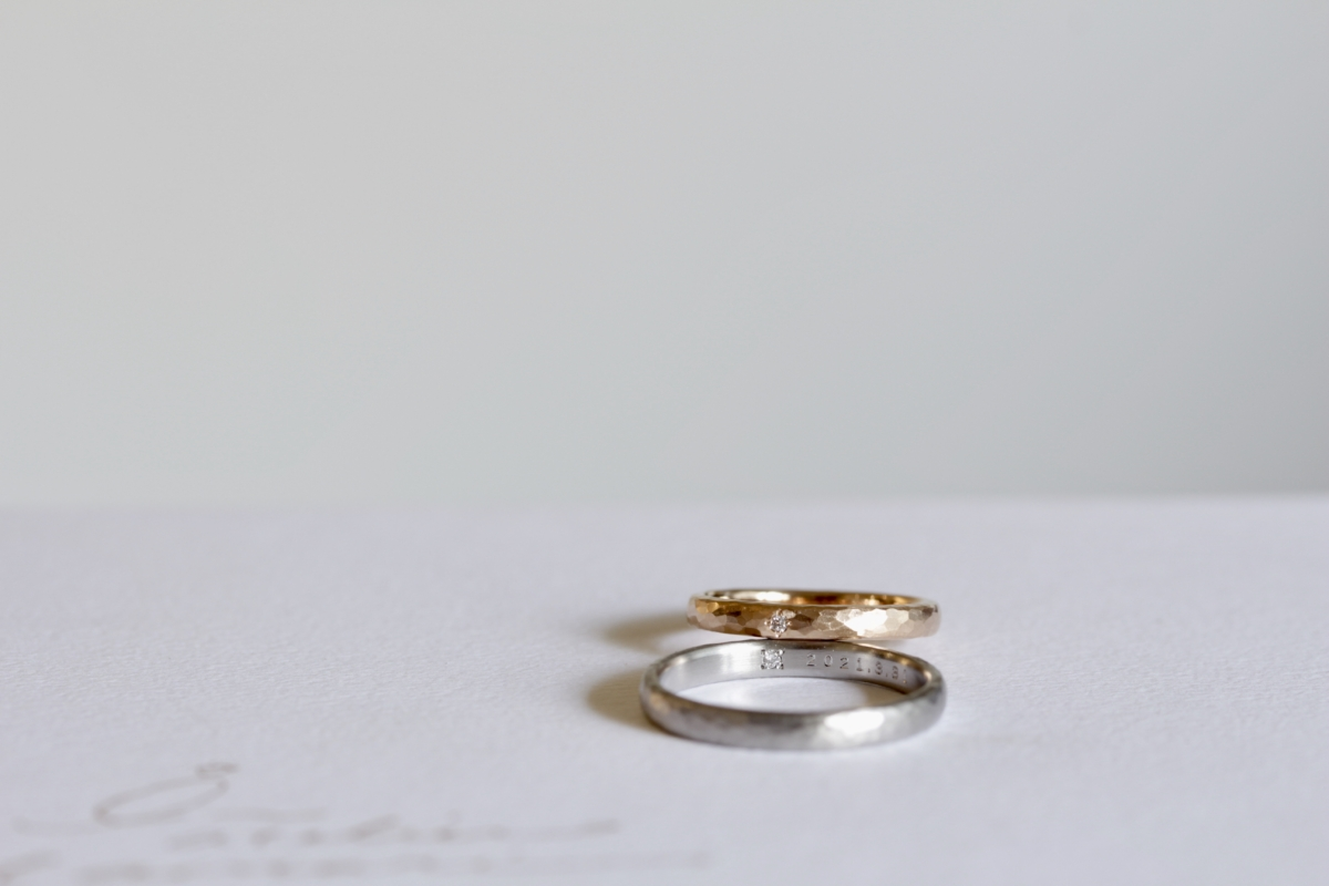 デスティニーダイヤモンドを留めた結婚指輪