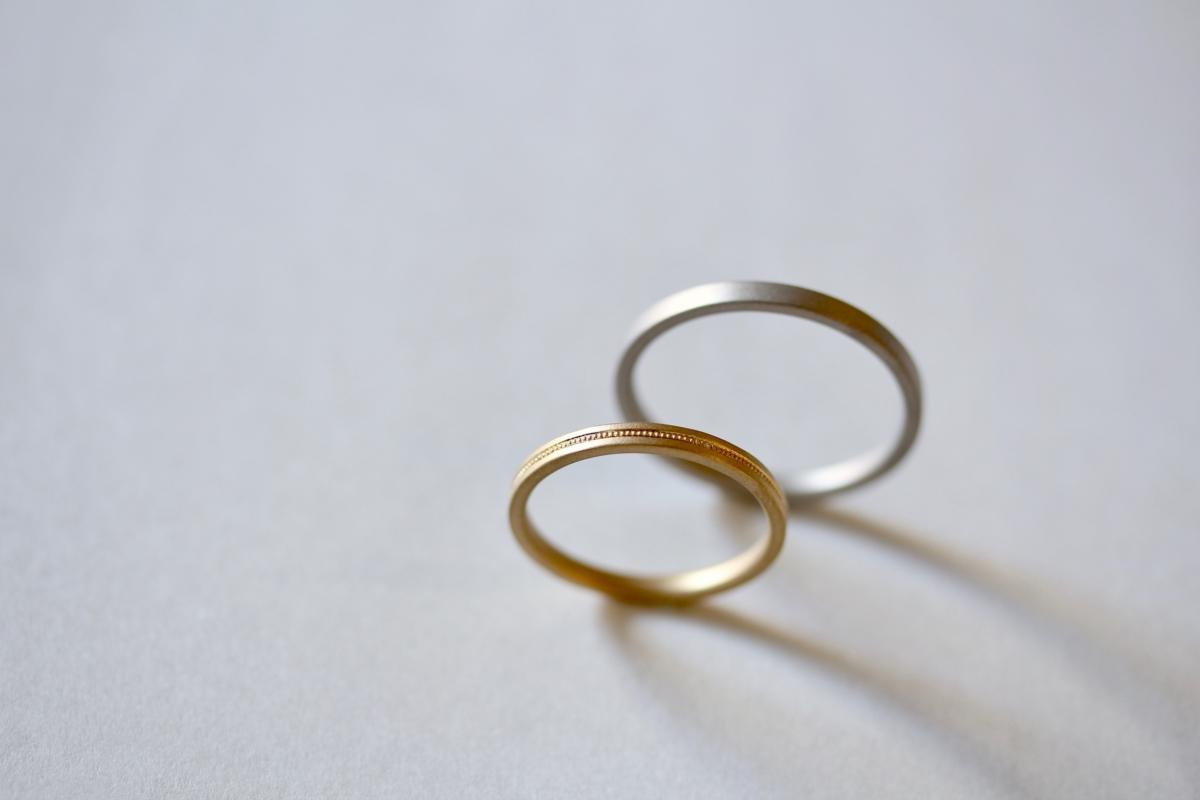 ミル打ちの結婚指輪